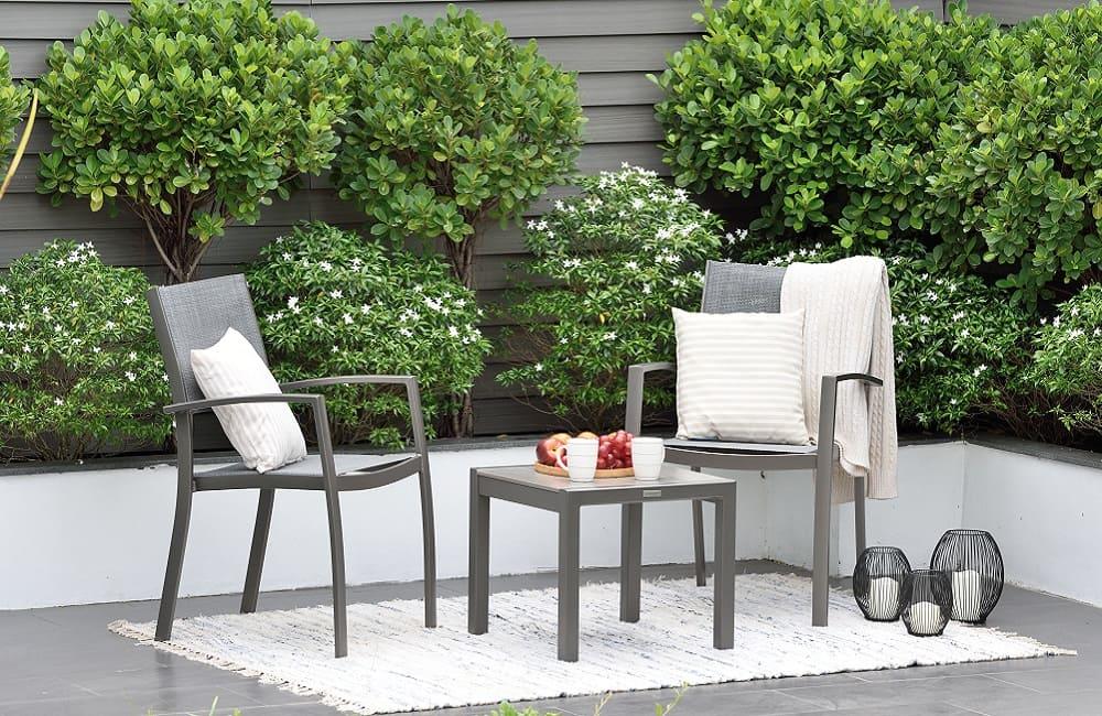 Muebles para terraza y jardín, los tonos claros